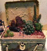"""サボテンのある砂漠の景色を再現した""""植ラマ""""(写真提供 Petit-Eden)"""