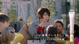 真木よう子がWeb動画『資生堂表情劇場』で演じている「英語はできないがノリで乗り切る表情」