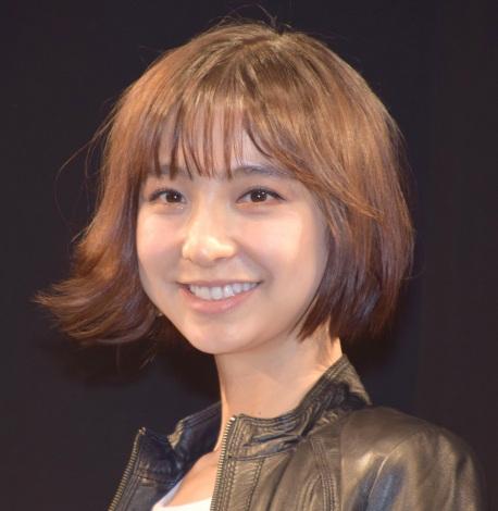 舞台『アンフェアな月』の初日前囲み取材で共演者の尿酸値を暴露した篠田麻里子 (C)ORICON NewS inc.