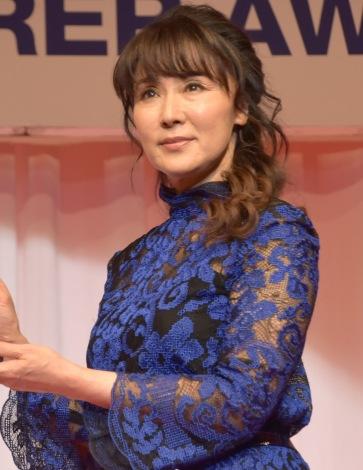 シースルーのドレスで登場した浅野ゆう子=『第29回 日本ジュエリー ベストドレッサー賞』授賞式 (C)ORICON NewS inc.