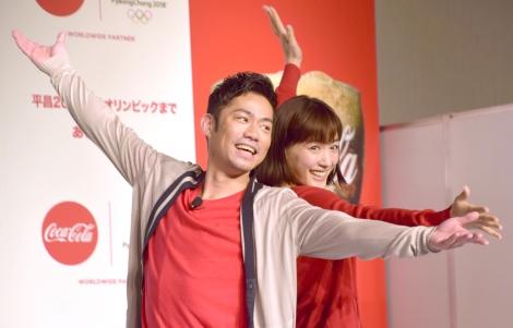 サムネイル イベントでスケートを披露した(左から)高橋大輔、綾瀬はるか(C)ORICON NewS inc.