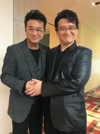 対面を果たした船越英一郎(左)とものまねをするガリットチュウ・福島善成(C)日本テレビ