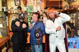 日曜劇場『99.9−刑事専門弁護士− SEASONII』第6話に出演する 内藤哲也(右)とBUSHI(左) 、木村ひさし監督(中央)(C)TBS