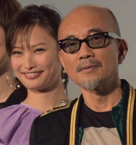 映画『レオン』初日舞台あいさつに出席した(左から)大政絢、竹中直人 (C)ORICON NewS inc.