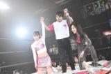 メインイベントに勝利したオクトパス須田(須田亜香里=右)&道頓堀白間(白間美瑠=左)(C)AKS