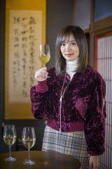 2月25日放送、TBS系12局ネット『ニッポン千年のだし』ワインエキスパートの資格を持つ夏菜が「利きだし」に挑戦(C)HBC