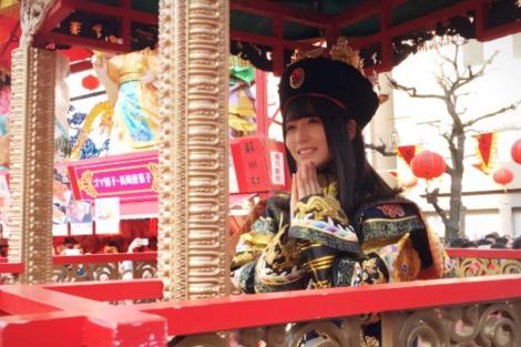 """サムネイル 長崎ランタンフェスティバルの""""皇帝パレード""""に登場した長濱ねる"""