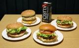 マクドナルドの人気ハンバーガーと「サントリー 黒烏龍茶 250 ml 紙パック」