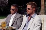 『オーシャンズ11』より、ジョージ・クルーニー、ブラット・ピット(ブルーレイ ¥2,381+税/DVD ¥1,429 +税ワーナー・ブラザース ホームエンターテイメント)