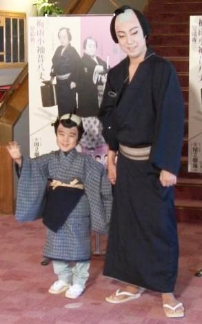 息子の初舞台が心配?尾上菊之助(右)と長男・和史くん (C)ORICON NewS inc.