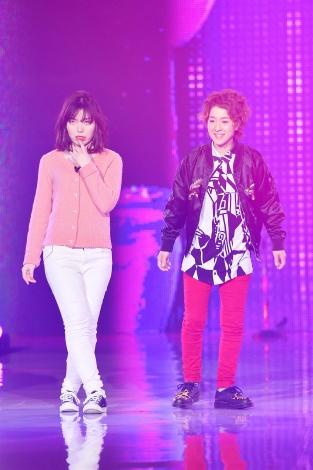 サムネイル 『神戸コレクション2018 SPRING/SUMMER』に登場した尼神インター(左から)誠子、渚