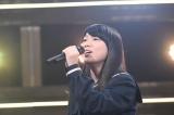 3月4日放送、テレビ朝日系『今夜、誕生!音楽チャンプ』デビュー曲をスタジオで初披露する丸山純奈(C)テレビ朝日