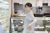 コンビニで働いている姿が新鮮な長谷川京子(C)エイベックス通信放送/フジテレビジョン