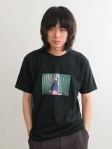 太賀撮影写真をプリントしたTシャツが菅田将暉のアルバム特典に
