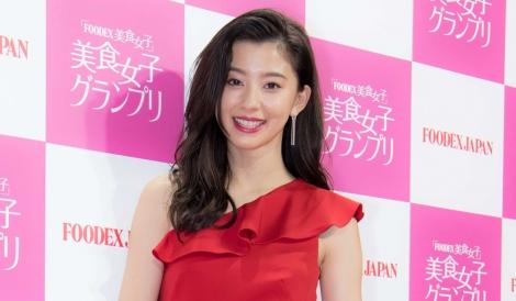 サムネイル 幕張メッセで開かれた食のグランプリ「FOODEX 美食女子」に出席した朝比奈彩