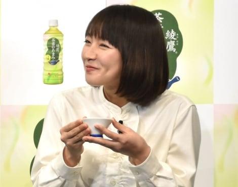 サムネイル お茶体験に笑顔を見せた吉岡里帆(C)ORICON NewS inc.