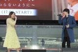 島袋寛子(左)とデュエット曲を初披露したソンジェfrom超新星