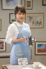 映画『コーヒーが冷めないうちに』主演の有村架純。写真は主人公が働く喫茶店「フニクリフニクラ」のセット内にて (C)2018 映画「コーヒーが冷めないうちに」製作委員会