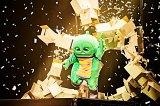 ガチャピンが「ランニングマン」に挑戦 (写真:田辺佳子)