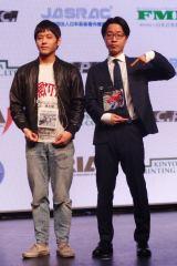 準大賞を受賞したPUNPEE(右)と台風クラブの石塚淳(Vo/G)