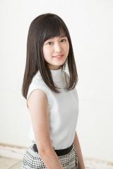 4月12日スタート、テレビアニメ『ひそねとまそたん』オープニングテーマ曲「少女はあの空を渡る」を歌う福本莉子