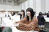 解答を配ってファンをお見送り=『AKB48グループ センター試験』東京会場(千葉・幕張メッセ)(C)AKS