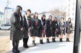 岩手県釜石市で献花と黙祷を捧げるAKB48グループ(C)AKS