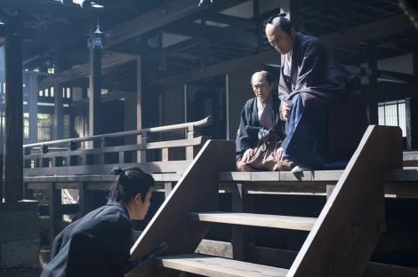 大河ドラマ『西郷どん』第10回より。篤姫を探すよう、斉彬(渡辺謙)から命を受ける吉之助(鈴木亮平)(C)NHK
