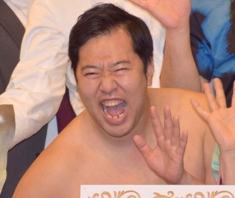 新宿のルミネtheよしもとで行われた『よしもと47シュフラン2018認定式』に参加したとにかく明るい安村 (C)ORICON NewS inc.