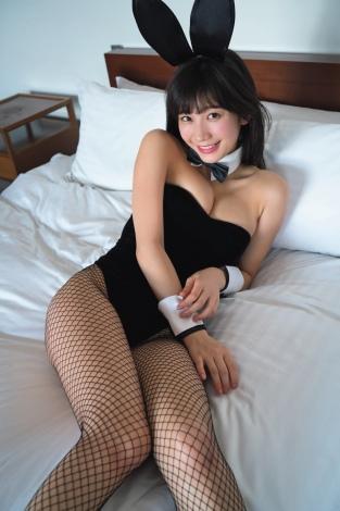 『FLASH』で人生初のバニーガール姿を披露した小倉優香 (C)佐藤佑一/週刊FLASH
