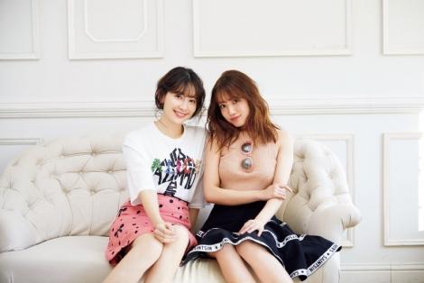 サムネイル 1st写真集『誰かの仕業』を発売するAKB48・加藤玲奈(左)が先輩・こじはると対談