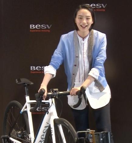 電動アシスト自転車の新モデルに「かっこいい」と語ったのん(C)ORICON NewS inc.