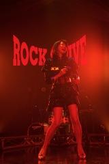 2017年10月、デビュー30周年コンサート『TOMORROW NEVER KNOWS』〜『ROCK ALIVE』より(C)UP-FRONT CREATE