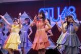 STU48が陸上公演ツアーをスタート(前列左から岩田陽菜、瀧野由美子、薮下楓)(C)STU