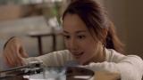 サントリーチューハイ『ほろよい』の新CM「erikaselect すっきりエリカ」篇