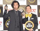 (左から)青木崇高、アキラ100% (C)ORICON NewS inc.