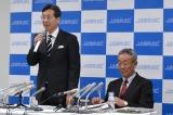 音楽教室における著作権料の管理について会見を開いた、日本音楽著作権協会(JASRAC)理事長の浅石道夫氏(左)と常務理事の大橋健三氏
