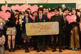 映画『honey』のイベントに出席した(左から)平祐奈、平野紫耀、神徳幸治監督