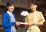 朝ドラが『わろてんか』葵わかな(右)から『半分、青い。』永野芽郁にバトンタッチ (C)ORICON NewS inc.