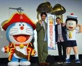 (左から)ドラえもん、大泉洋、高橋茂、のび太 (C)ORICON NewS inc.