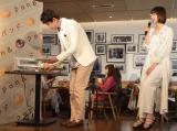 新作パン『Pan&』発売記念イベントに出席した(左から)谷原章介 、篠田麻里子 (C)ORICON NewS inc.