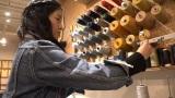3月20日放送、カンテレ・フジテレビ系『7RULES(セブンルール)』ジーンズ製品のカスタマイズを手掛けるマスターテーラーの山本美緒さんに密着(C)カンテレ