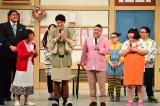 吉本新喜劇全国ツアー初日の広島公演に出演した(左から)すっちー、小籔千豊、川畑泰史、酒井藍
