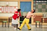 乳首ドリルを全力で披露する(左から)すっちー、吉田裕