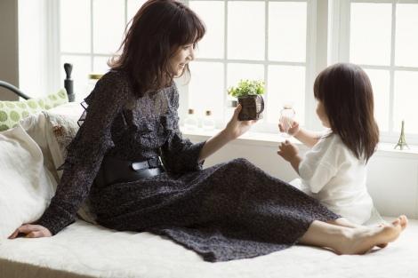 サムネイル ECサイト『&Co.』をオープンした後藤真希 愛娘もモデルとして登場