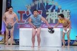 24日放送の日本テレビ系ネタ番組『エンタの神様』でスギちゃんがお盆芸に挑戦 (C)日本テレビ