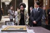 フジテレビ系連続ドラマ『コンフィデンスマンJP』に出演する(左から)長澤まさみ、石黒賢 (C)フジテレビ