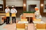 NHK総合『LIFE!〜人生に捧げるコント〜』(4月13日放送)コント「とどろけ!!ファミレス塾」より(C)NHK