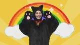 NHK大阪の5分番組『デトックス♪ママ』(関西地域向け)で育児中のママを応援する童謡の替え歌を歌う「うたうデトックス・ネコ」(はいだしょうこ)(C)NHK