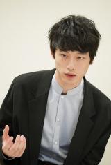 ドラマ『シグナル 長期未解決事件捜査班』で主演を務める坂口健太郎 (C)カンテレ